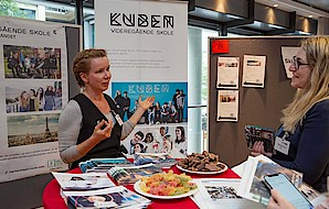 The participant presents her institution and offers Norwegian sweets.