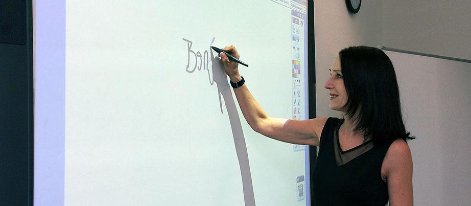 Andrea Dohmann an Whiteboard
