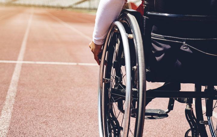 Rollstuhlfahrer im Stadion