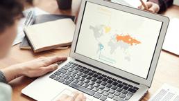Internationalisierungsstrategie am Laptop